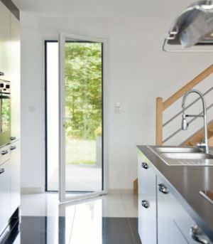 Fenêtre sur mesure : PVC ou aluminium ?