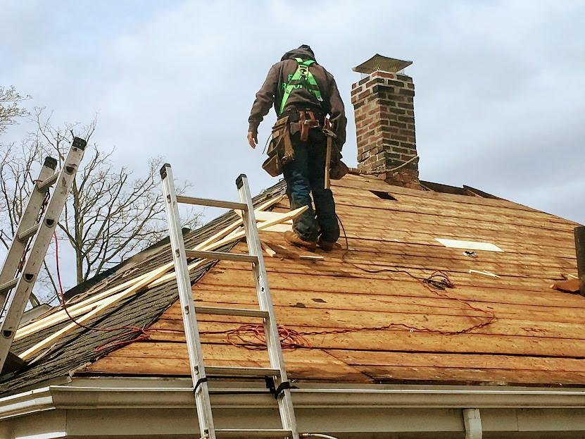 Quelles sont les aides disponibles en cas de travaux de rénovation de couverture?