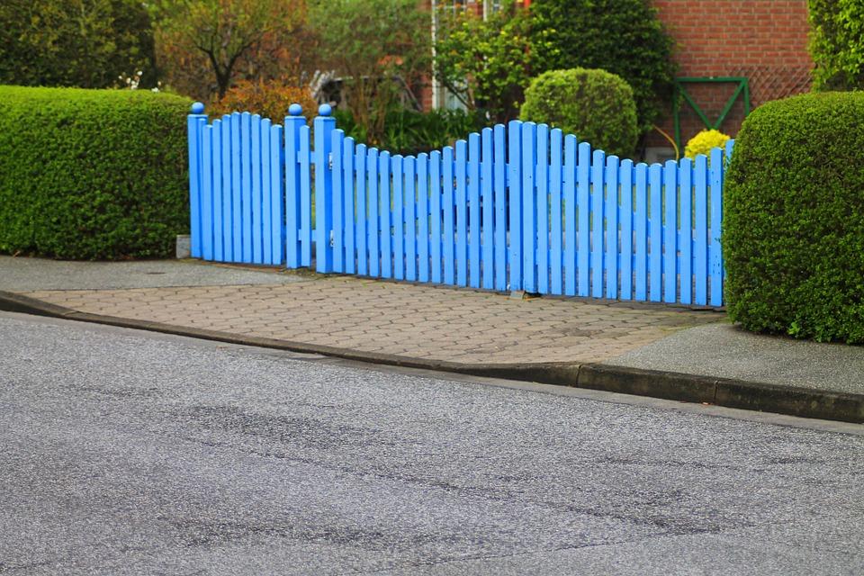 Quels sont les facteurs à prendre en compte dans le choix d'une clôture et d'un grillage de jardin?